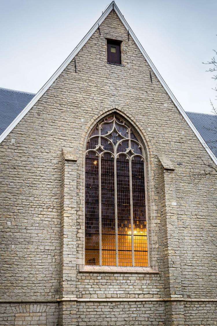 restauratie_kerk_glasramen_dwarsbeuk_zuidgevel_natuursteen