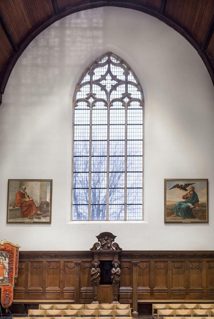 restauratie_kerkinterieur_glasinlood_lambrisering-hove